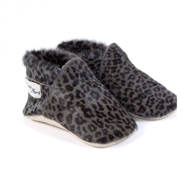 PETIT NORD - Fine kalveskindssko i grå/sort leopard.