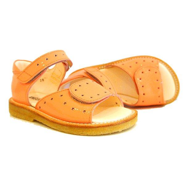ANGULUS - Sandal med fast bagkappe i sart koral.