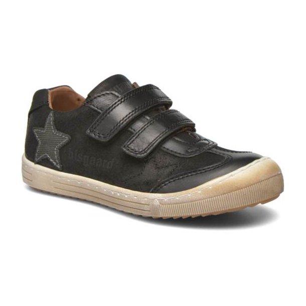 BISGAARD - Sneakers i sort med gummi på snuden.