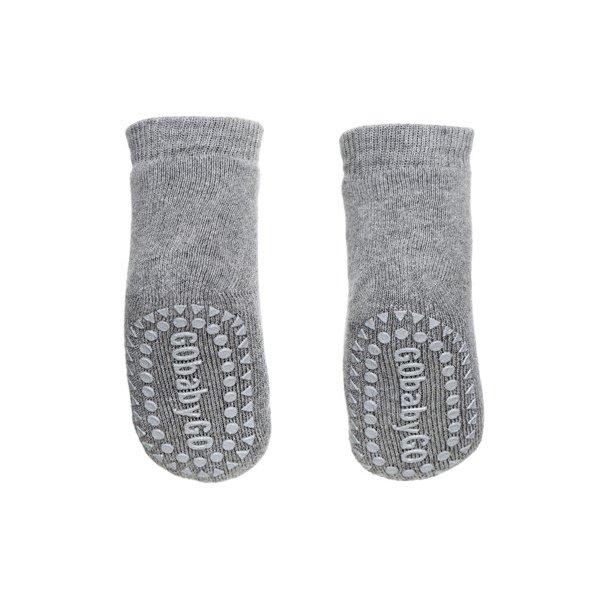 GO BABY GO - Lys grå strømpe med skridsikker fod