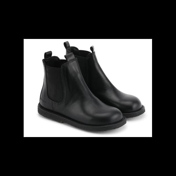 ANGULUS - Chelsea støvle i sort skind og sort sål. Bred model 2192