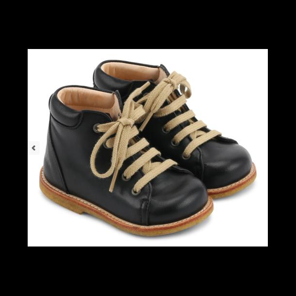 ANGULUS - Begynder sko med snøre i sort. Model 2361