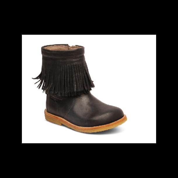 faf18aeadc8 BISGAARD - TEX Støvle med uldfoer og frynser i sort - Støvler - Karl ...