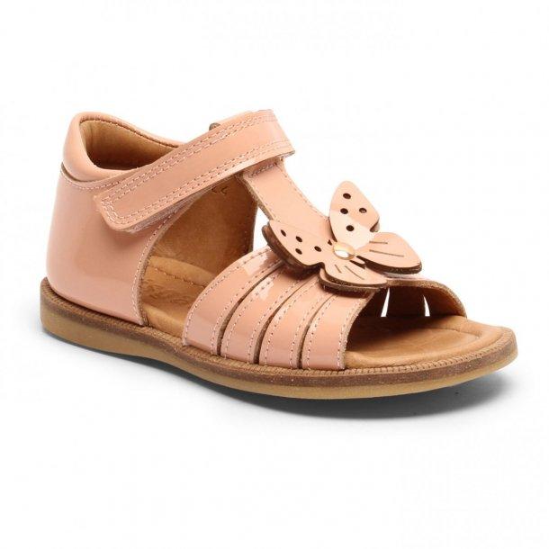 BISGAARD - Sandal i peach lak med sommerfugl
