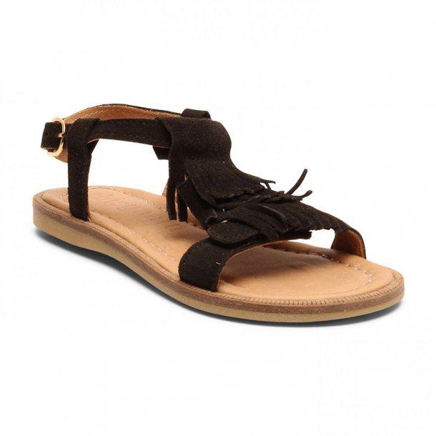 1dbc0e9c3737 BISGAARD - Sandal i sort ruskind med frynser - Sandaler - Karl   Kalinka