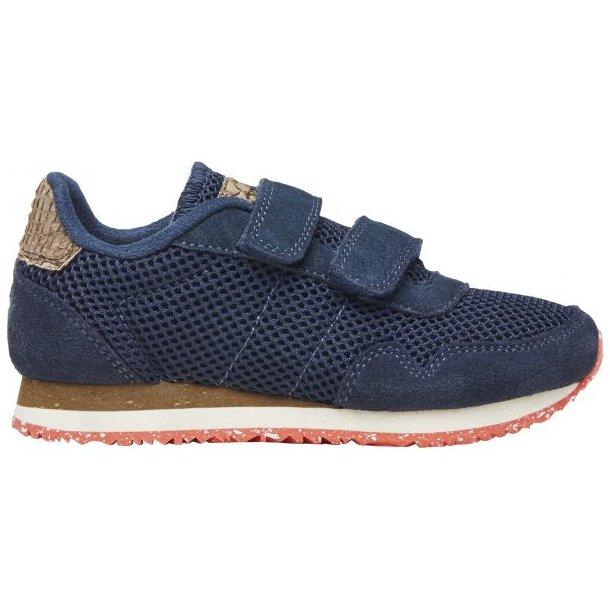 WODEN - Sneakers i blå mesh med rød sål