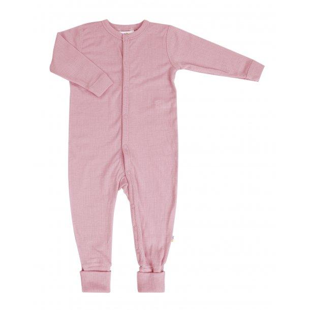 JOHA - Uld natdragt i gl.rosa med ombuk ved fødderne. Ny farve