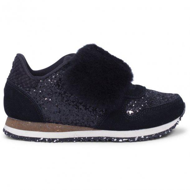 WODEN - Sneakers i sort glitter og pels. Nessa