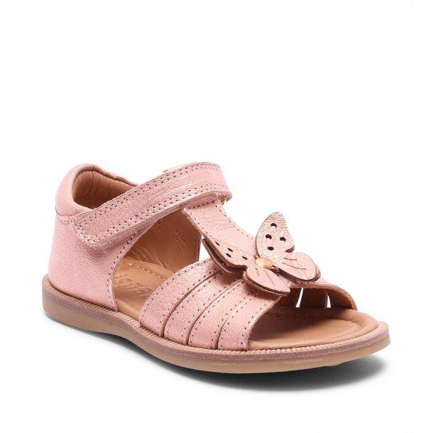 BISGAARD - Sandal med sommerfugl i rose gold