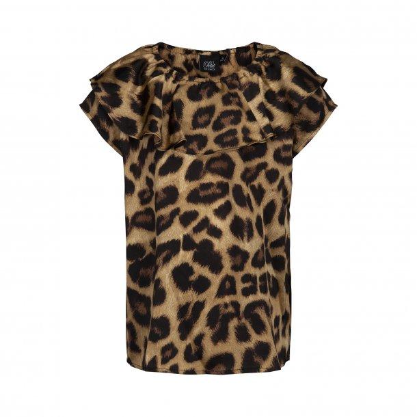 SOFIE SCHNOOR - Bluse i leopard. Flæse ved halsudskæring..