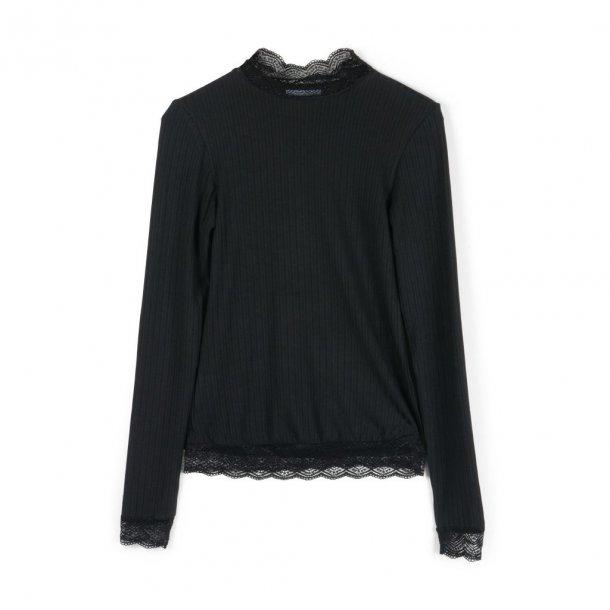 GRUNT - Bluse i sort med blonde. Selina