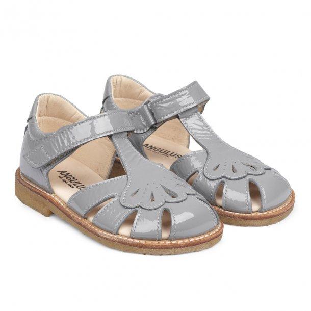 ANGULUS - Sandal med vifte i støvet mint lak. NY
