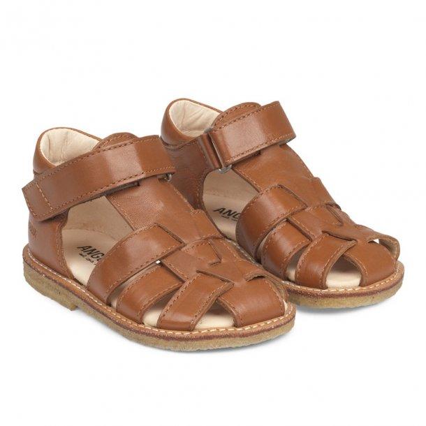 ANGULUS - Begynder sandal i cognac. NY