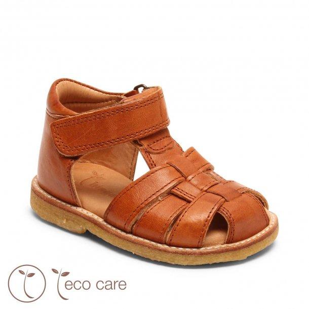 BISGAARD - Sandal i cognac. Bred model med rågummisål  NY