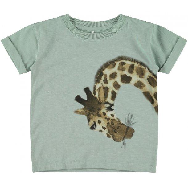 NAME IT - T-Shirt i sart grøn med giraf. NY